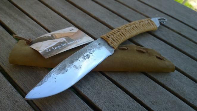 Couteau de camp barbare brut de forge