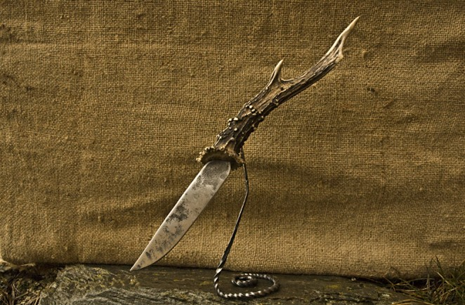 couteau aspic brut de forge avec manche en corne de chevreuil entière
