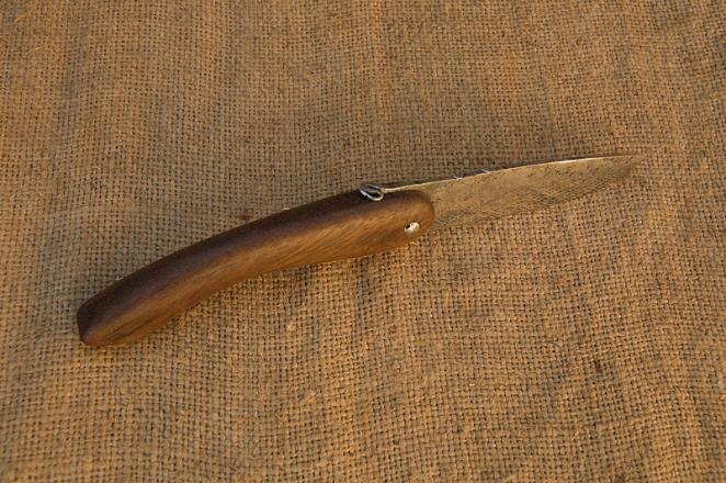 Couteau du pélerin de dos