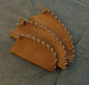 Etuis primitifs en cuir
